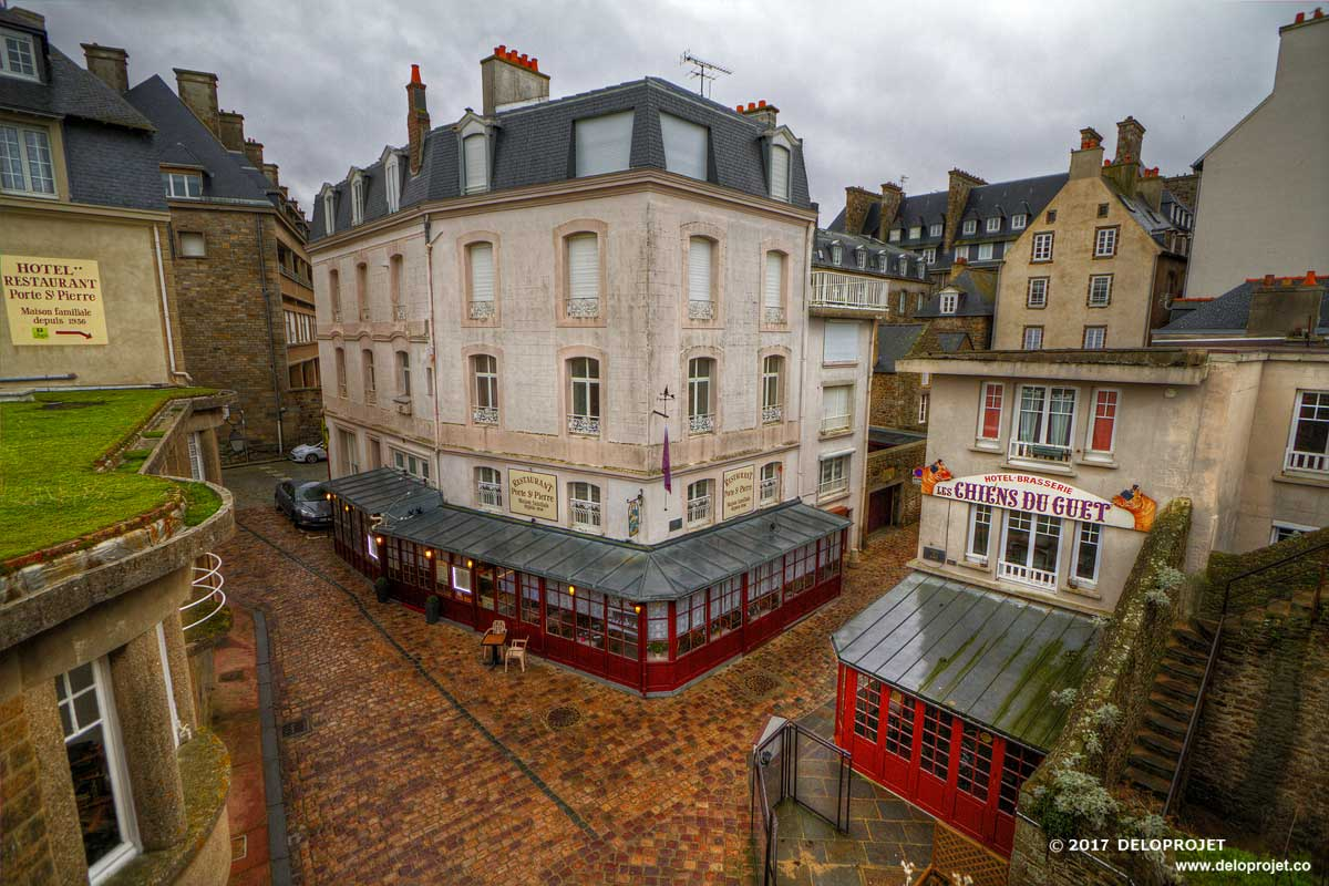 Movie of the walking on the ramparts of the city of Saint Malo